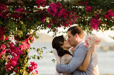 Jadde & Adelino: destination wedding cheio de cores no lindo de Búzios