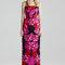 Vestido de fiesta 2015 con silueta columna, estampados abstractos inspirados en las flores y cuello palabra de honor - Foto Alexander McQueen