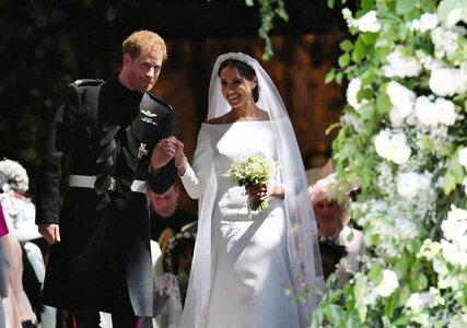 Porque é que o Príncipe Harry e Meghan Markle romperam com o protocolo dos casamentos reais?