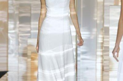 Feminidad etérea: Vestidos de novia primavera 2015 de Miquel Suay