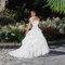Lo scollo quadrato, uno dei must per la sposa 2016. Foto via Luisa Mode