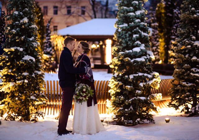 How to Organise the Perfect Christmas Wedding (Without it Being Cliché!)
