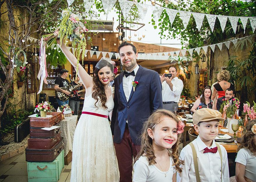 Mini wedding vintage de Thais & Marcos: celebração em família MEGA personalizada!
