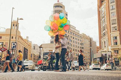 La foto de la semana: Beso en el centro de Madrid