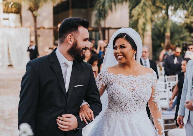 Talita & Rodrigo: um grande casamento com decoração clássica realizado na beira do lago, tudo isso organizado em seis meses com muita dedicação dos noivos