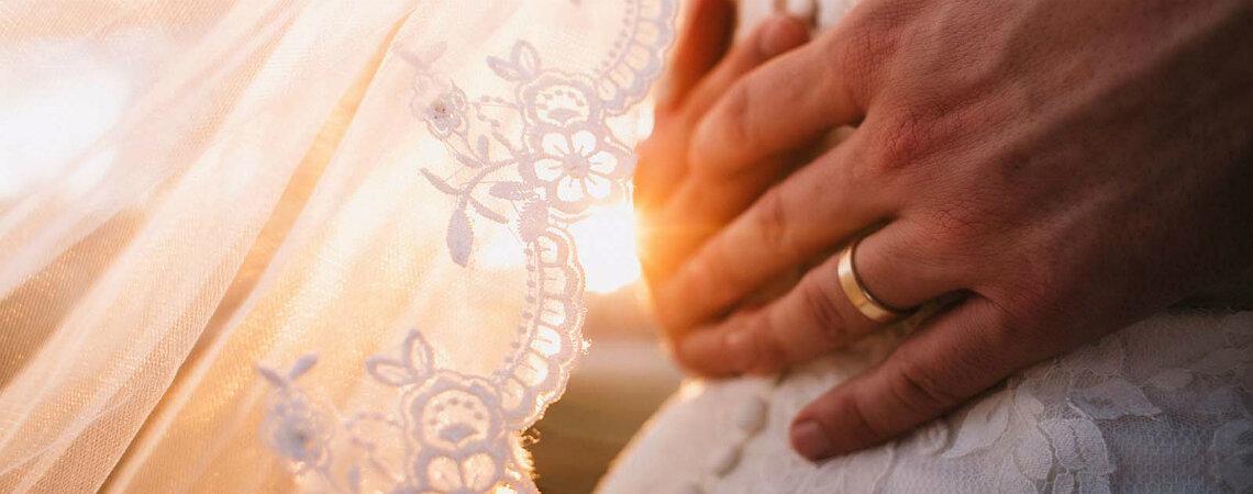 Descubre el nombre de tu aniversario de bodas según los años de casado. ¡Oro, algodón y hasta madera!