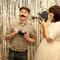Photocall de boda con objetos temáticos