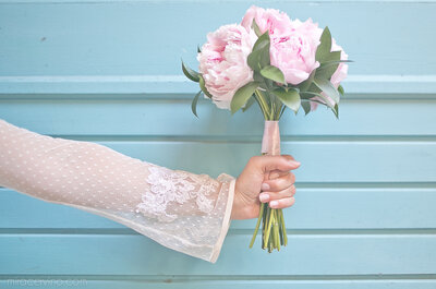 Casamento Talita e Thyago: mini wedding com toque vintage ao lado da família e amigos