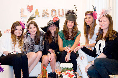 ¿Has pensado organizar una 'beauty party' de tocados para la despedida de soltera?
