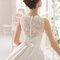 Свадебное платье с бантиком на спине и кружевом Rosa Clará