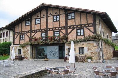 Arenalde Maitea: una boda rural en un caserío vasco