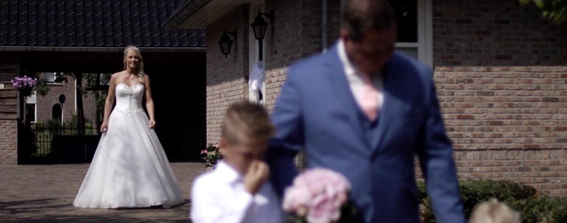 Gaby & Bennie trouwen op de pier van het Ermerstrand