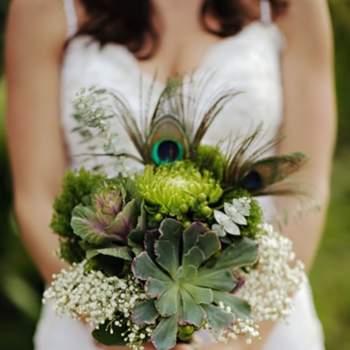 """<a title=""""Bouquets"""" href=""""https://www.zankyou.pt/g/inspiracao-para-bouquets-conheca-as-nossas-criacoes-preferidas-pinga-amor-by-ana-jordao"""" target=""""_blank"""">Veja mais bouquets aqui.</a>"""
