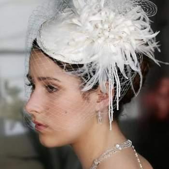 Conoce la selección de los tocados de novia. Todas las novias tienen su propio estilo, elige un tocado que resalte tu look y te de una apariencia totalmente original y a la moda. Erica Koesler