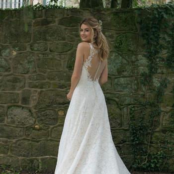 Modelo 44063, vestido de novia de corte recto con tirantes finos y escote corazón