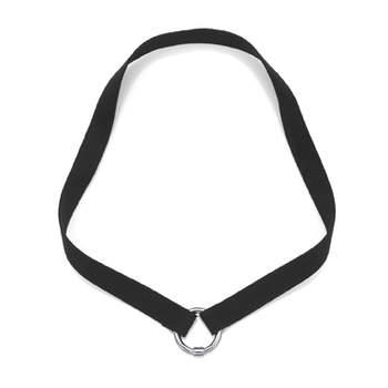 Esta preciosa gargantilla de ante negro y argolla de placa es un básico fundamental para lucir cualquier colgante que podrás utilizar en tu día a día y en ocasiones especiales. Foto: Tous.
