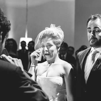 Uma foto do casamento que com certeza mais me bateu forte neste ano, a cerimônia da Gabi e do Ivan foi daquelas que tirou o fôlego de todo mundo que estava lá, até o meu! Foi celebrada pelos pais e amigos deles, muitas pessoas fazendo votos para o casal. Além de comemorar o casamento deles, era também uma festa de despedida do casal, pois eles passarão um ano ou mais viajando por aí pelo mundo. Um casal muito importante para mim, posso chamá-los hoje de amigos e adoro lembrar do casamento deles, por isso escolhi essa foto!