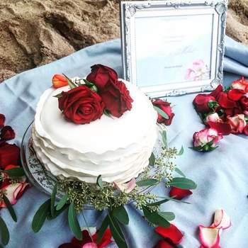 "Créditos: <a href=""http://zankyou.9nl.de/8f9a"" target=""_blank""> Cuqui's Cakes </a>"