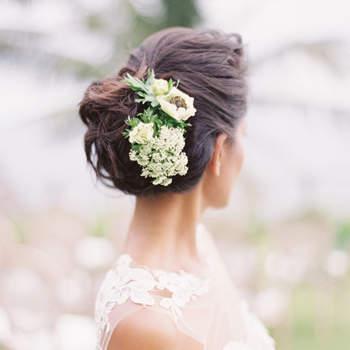 Penteado para noiva com cabelo preso | Foto: Oliver Fly Photography