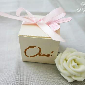 Badges, miroirs, magnets... Offrez à vos invités des petits cadeaux ultra tendances !