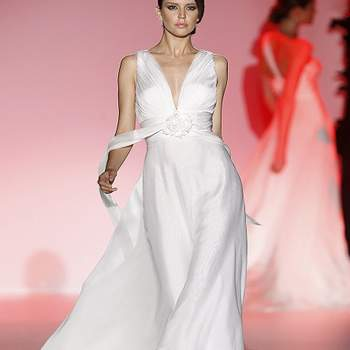Ravissant modèle Hannibal Laguna 2013. Photo : Barcelona Bridal Week