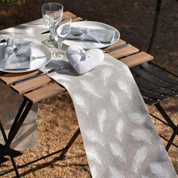 Camino de Mesa Plumas Blancas- Compra en The Wedding Shop