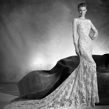 A renda e a pedraria fundem-se com o corpo da noiva criando um efeito segunda pele espetacular. Este vestido de noiva de linha sereia, corte baixo, decote em barco e manga a três quartos é a opção mais romântica para deslumbrar.