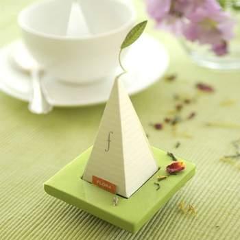 Cadeau vert et blanc pour les invités - Crédit photo: Beau-Coup