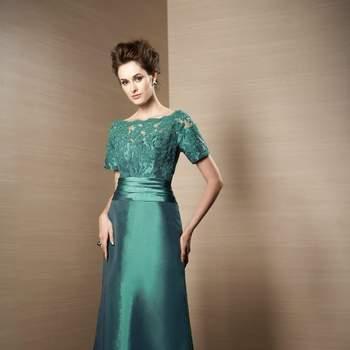Abendkleider in der Trend-Farbe Smaragdgrün.
