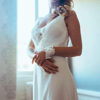 Robe de mariée chic et moderne modèle Léa - Crédit photo: Elsa Gary