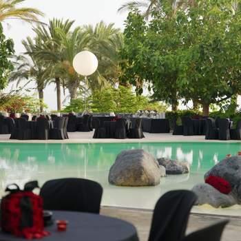 En Guía de Isora, con vistas a La Gomera, este hotel se asemeja a una ciudadela árabe y está situado en un finca de 160 hectáreas. Disfruta de sus instalaciones y restaurantes, uno de ellos dirigido por el gran chef Martín Berasategui.