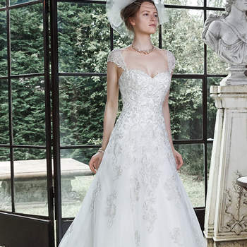 "Redefine romance in this tulle A-line wedding dress, adorned with metallic embroidered lace. Finished with corset closure. Detachable lace cap-sleeves are offered separately.  <a href=""http://www.maggiesottero.com/dress.aspx?style=5MS689"" target=""_blank"">Maggie Sottero</a>"