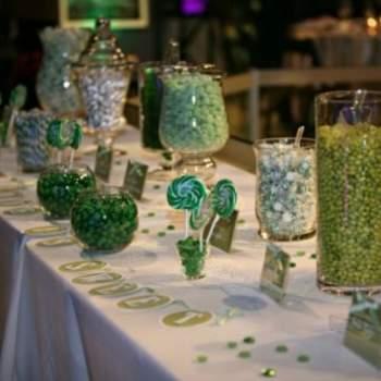 Bar à bonbons vert et blanc - Crédit photo: Organiser un Mariage