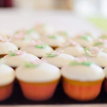 Tante idee golose per il vostro banchetto nuziale con la moda del momento: i cupcakes!