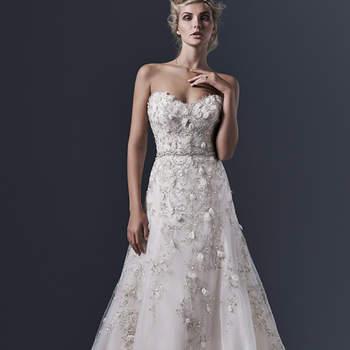 """Le tulle crée sur cette robe de mariée une ligne élégante et sophistiquée , accentuée avec des motifs et cristaux Swarovski. Ultra féminin. Le bustier est d'une  sensualité infinie.   <a href=""""http://www.sotteroandmidgley.com/dress.aspx?style=5SR606"""" target=""""_blank"""">Sottero &amp; Midgley</a>"""