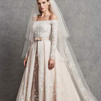 Créditos: Carolina with coat veil, Zuhair Murad