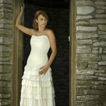 Rai Alexander (Foto: http://www.etsy.com/listing/39948277/callie-tiered-ruffled-skirt-ruched)
