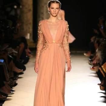 Los colores suaves son toda una tendencia esta temporada, por eso te mostramos la Colección 2013 de Elie Saab, que presenta lindos y delicados diseños de vestidos de fiesta, con encajes y finos cinturones. Foto: Elie Saab 2013