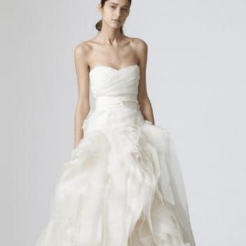 Irinas' Bridal And More (Foto: http://www.etsy.com/listing/107274713/new-sweetheart-organza-ruffle-wedding)