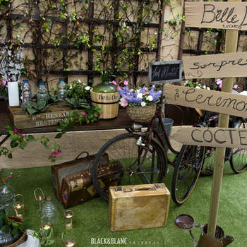 Los exteriores se pueden convertir en lugares idílicos para tu boda con la decoración adecuada. Foto: Belle Day. http://belleday.com/es/