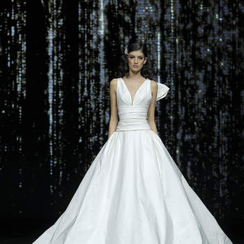 Pronovias. Credits: Barcelona Bridal Fashion Week