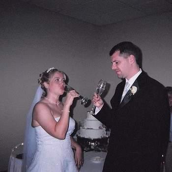 Savourer une coupe de champagne le jour de son mariage au côté de son amoureux, il n'y a rien de tel ! Photot : Mcclouds