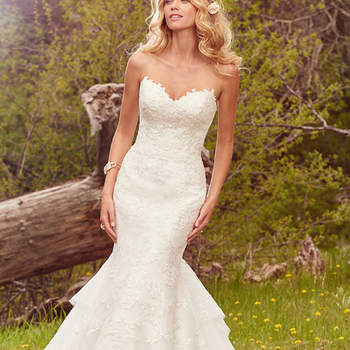 "Glamouröses fit-and-flare Brautkleid aus Spitze.   <a href=""https://www.maggiesottero.com/maggie-sottero/goldie/10099?utm_source=mywedding.com&amp;utm_campaign=spring17&amp;utm_medium=gallery"" target=""_blank"">Maggie Sottero</a>"