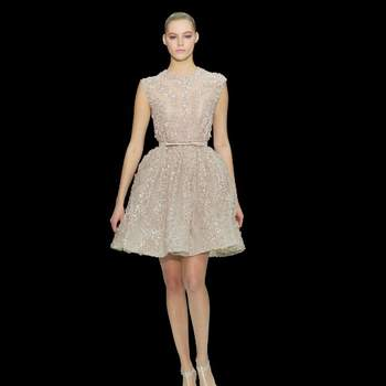 Abito corto color champagna con cintura in vita. Elie Saab Haute Couture.