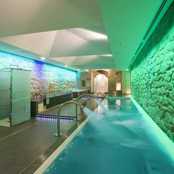 """El spa del Parador de Santo Estevo cuenta con una sala de balneación y duchas activas que te ayudarán a olvidarte del estrés acumulado en los preparativos de la boda. Foto: <a href=""""http://zankyou.9nl.de/wdbk"""">Paradores</a><img src=""""http://ad.doubleclick.net/ad/N4022.1765593.ZANKYOU.COM/B7764770.4;sz=1x1"""" alt="""""""" width=""""1"""" border=""""0"""" /><img height='0' width='0' alt='' src='http://9nl.de/xyl3' />"""