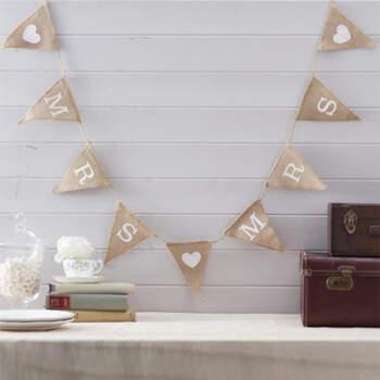 Guirnalda de banderines Mrs & Mrs- Compra en The Wedding Shop