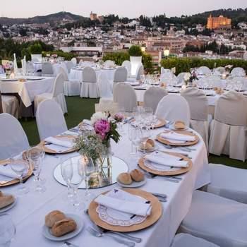 Con vistas a La Alhambra, Sierra Nevada o el Albaicín, este hotel granadino es el lugar ideal para tu boda, donde además os ofrecen ludoteca para los más pequeños.