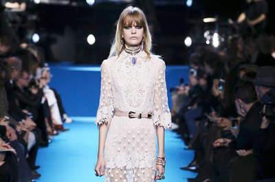Os 60 modelos mais românticos de Paris Fashion Week Outono-Inverno 2016-2017. Escolha o seu favorito!