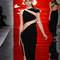 Sin duda, este vestido negro de terciopelo con transparencias estratégicamente colocados de modo asimétrico es uno de los modelos estrella de esta colección.