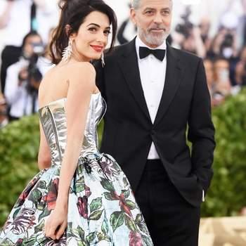 Amal Clooney em Richard Quinn & George Clooney | Foto: IG @soloartists